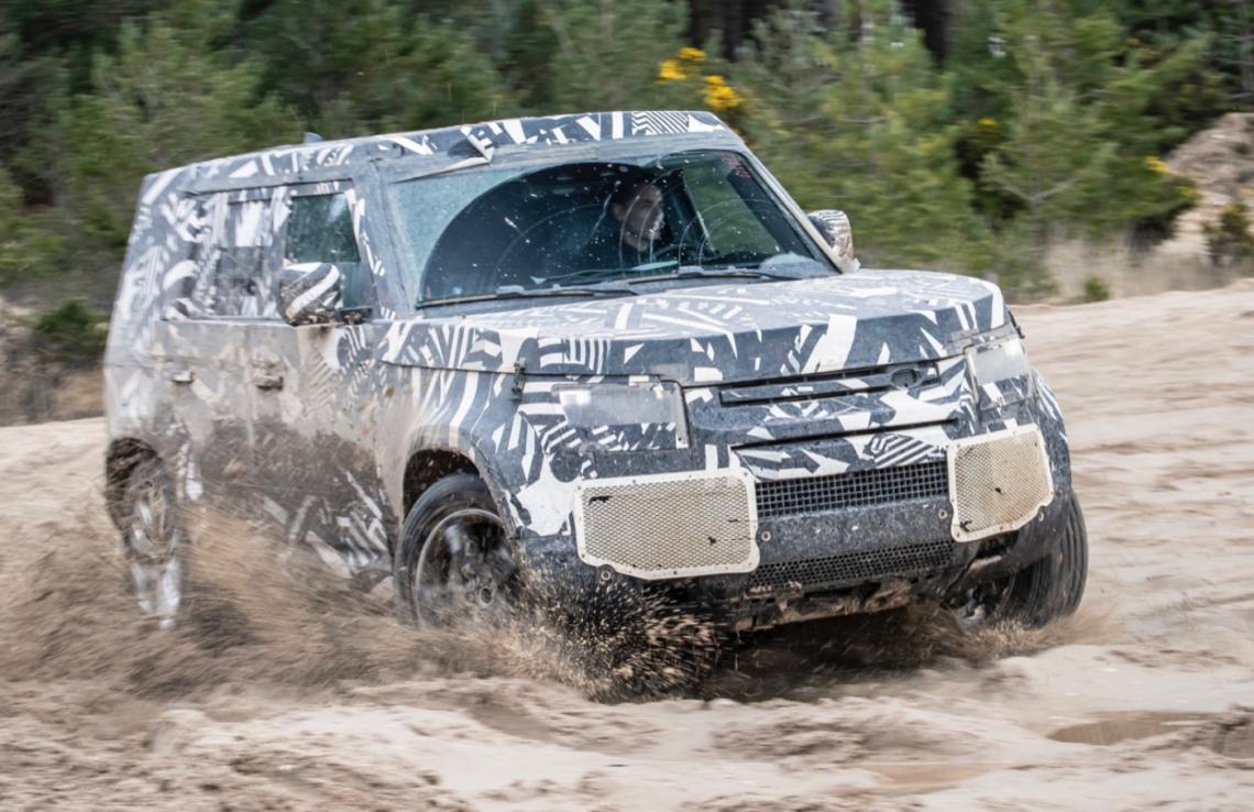 New-Land-Rover-Defender-45-000-Einzeltests-bestanden